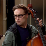 Leonard Hofstadter joue du violon